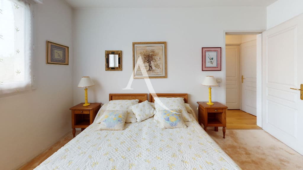 appartement à vendre charenton: 4 pièces 83 m², troisième chambre avec murs blancs et moquette au sol