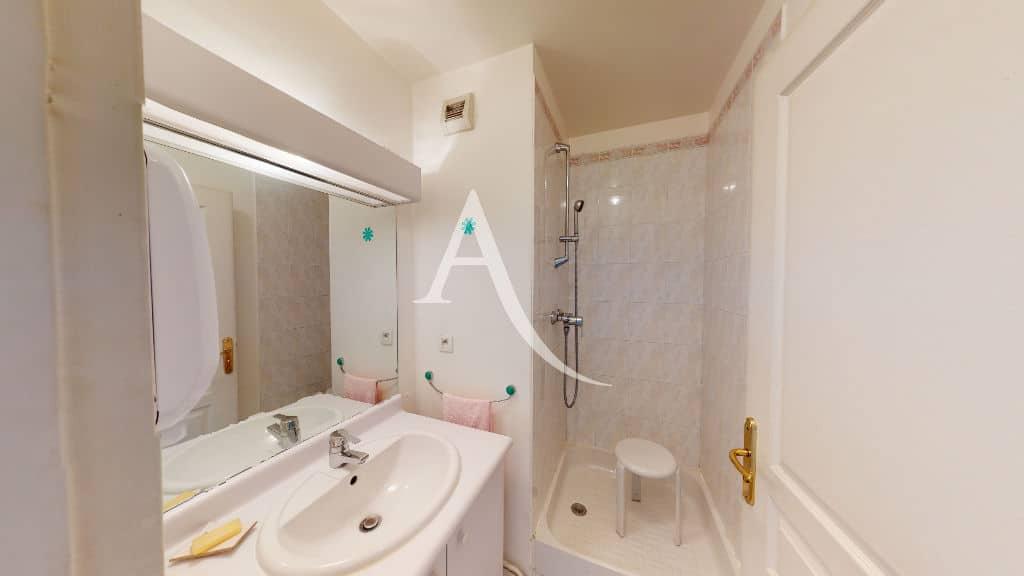 estimation appartement charenton: 4 pièces 83 m², seconde salle d'eau avec docuhe