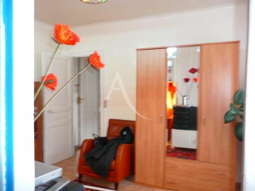 studio à vendre à charenton le pont: 26 m², pièce principale séparée par une entrée