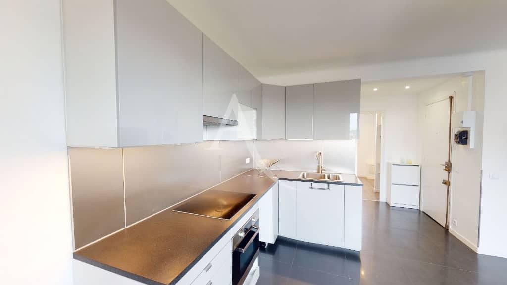 agence immo charenton le pont: 2 pièces 33 m² avec vue dégagée, cuisine aménagée et équipée, 5 minutes du métro