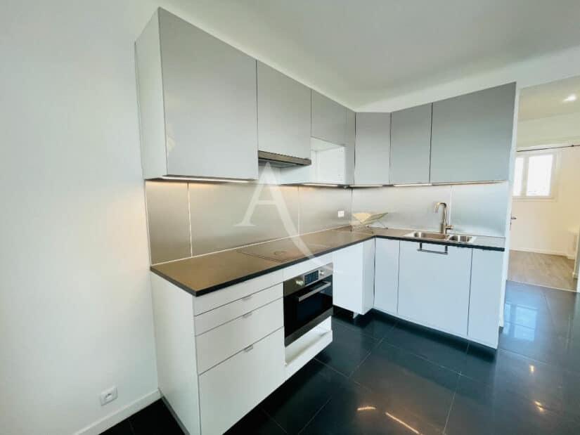 appartement à vendre à charenton-le-pont: 2 pièces 33 m², cuisine équipée, plaques, four, hotte