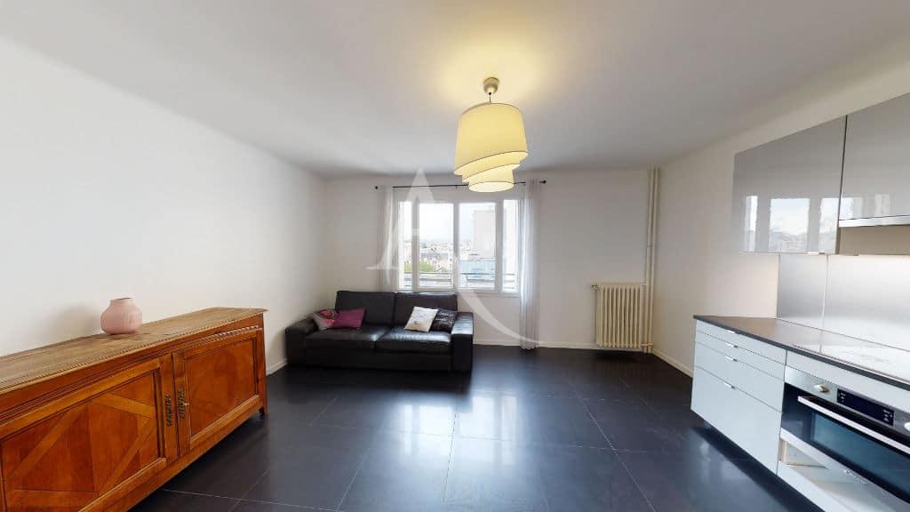 vente appartement charenton: 2 pièces 33 m², séjour lumineux avec balcon, vue dégagée