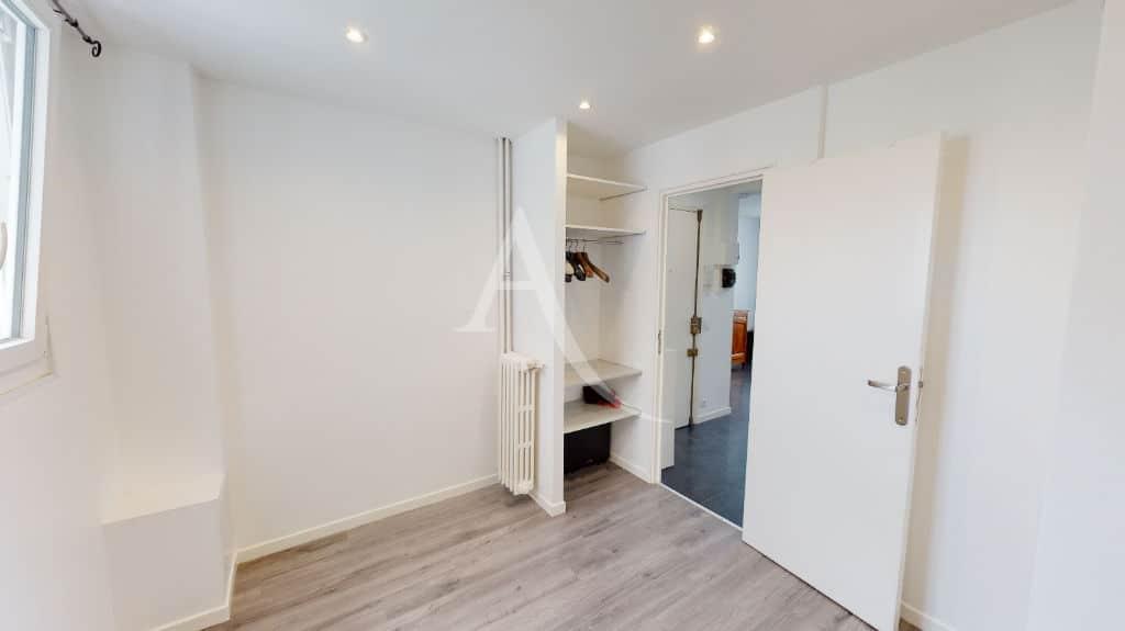 vente appartement 94220: 2 pièces 33 m², chambre à coucher avec armoire penderie