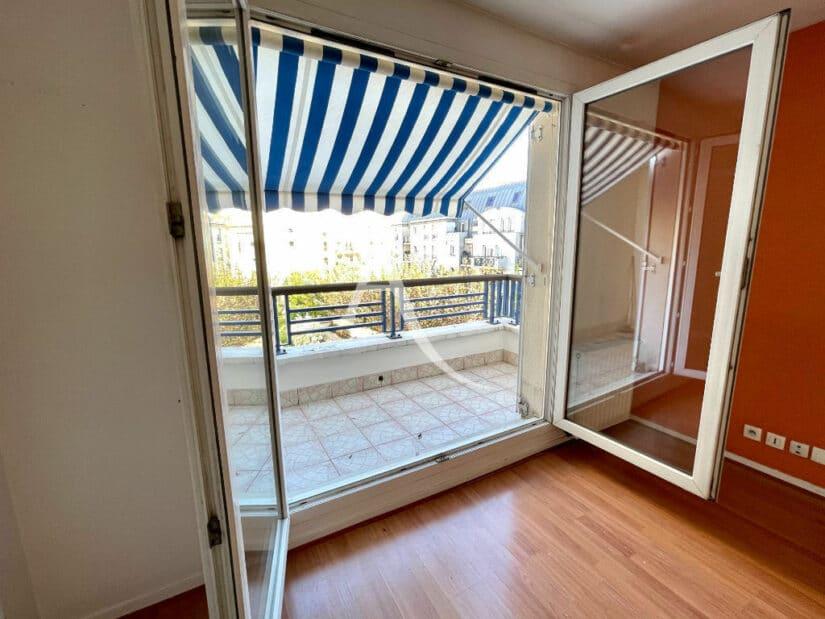 agence immobilière charenton-le-pont: 3 pièces 62 m², séjour avec terrasse avec auvent