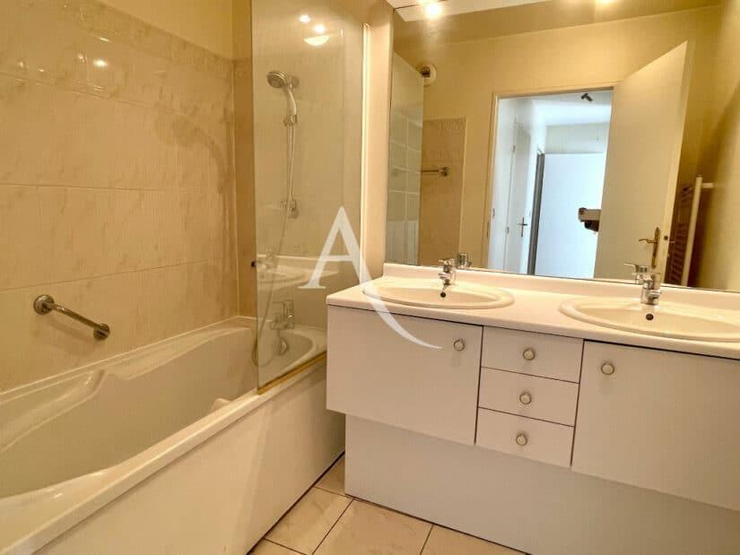 appartement à vendre à charenton-le-pont: 3 pièces 62 m², salle de bain, baignoire, 2 vasques