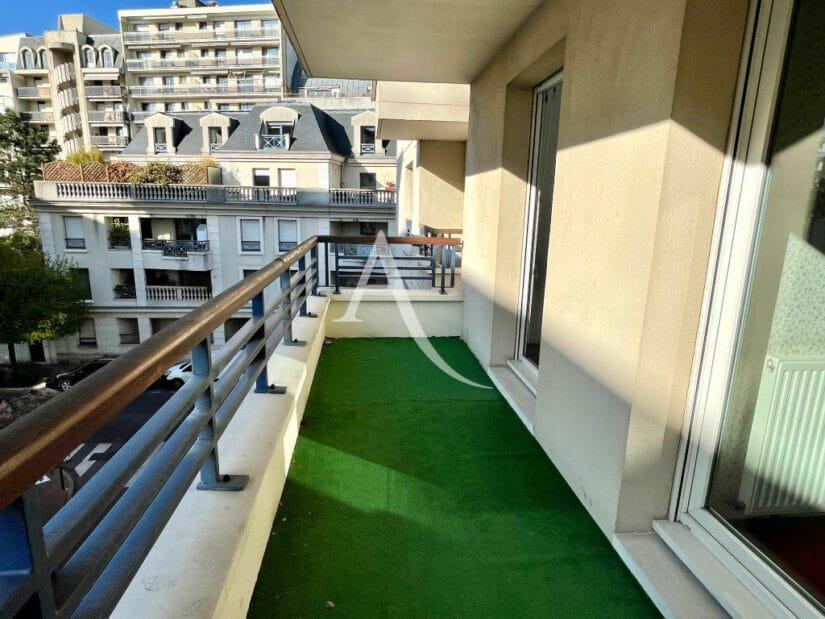 appartement à vendre charenton le pont: 3 pièces 62 m², balcon avec gazon artificiel