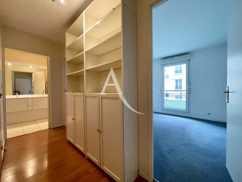 vente appartement charenton le pont 94220: 3 pièces 62 m², couloir avec bibliothèque