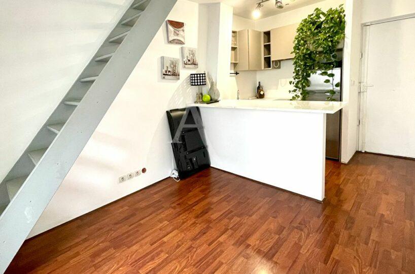 appartement à vendre à charenton: duplex 2 pièces 38 m², escalier menant à la chambre