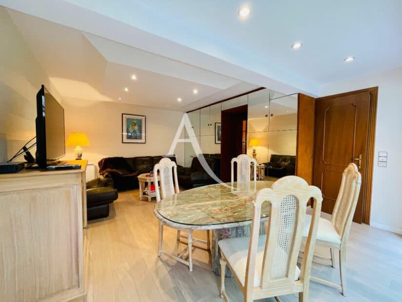 immobilier 94: maison 4 pièces 90 m², séjour avec coin repas, spots au plafond