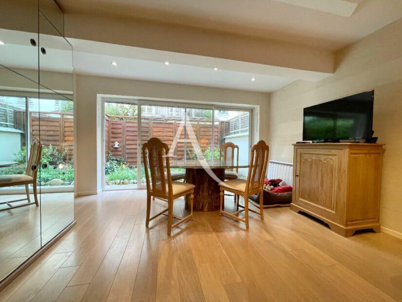 agence immobilière ouverte le samedi: maison 4 pièces 90 m², séjour avec terrasse, accès jardin