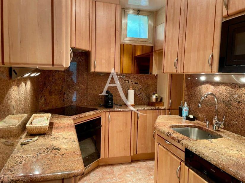 valere immobilier: maison 4 pièces 90 m², cuisine moderne aménagée et équipée