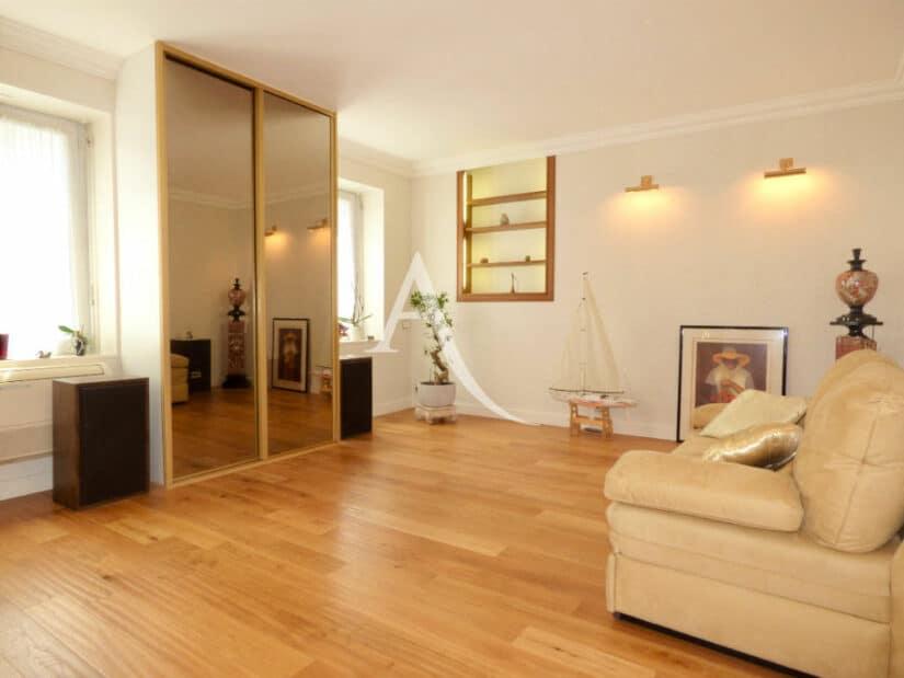 vente maison à charenton: 4 pièces 90 m², chambre avec parquet et appliques murales