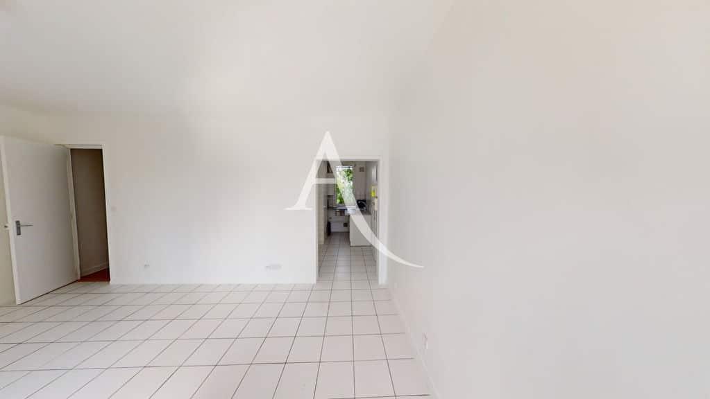 vente appartement 2 pieces alfortville: 2 pièces 39 m², double séjour, carrelage au sol