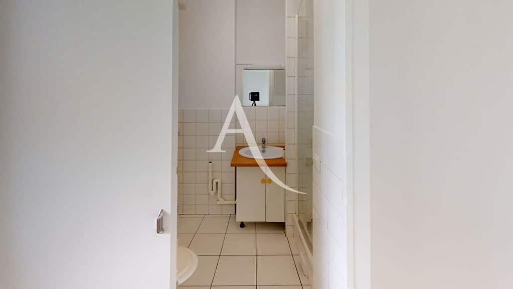 appartement alfortville: 2 pièces 39 m², salle d'eau avec douche et wc