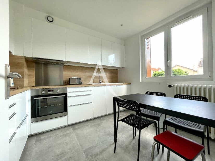 agence immo maisons-alfort: 5 pièces 111 m², cuisine moderne aménagée et équipée