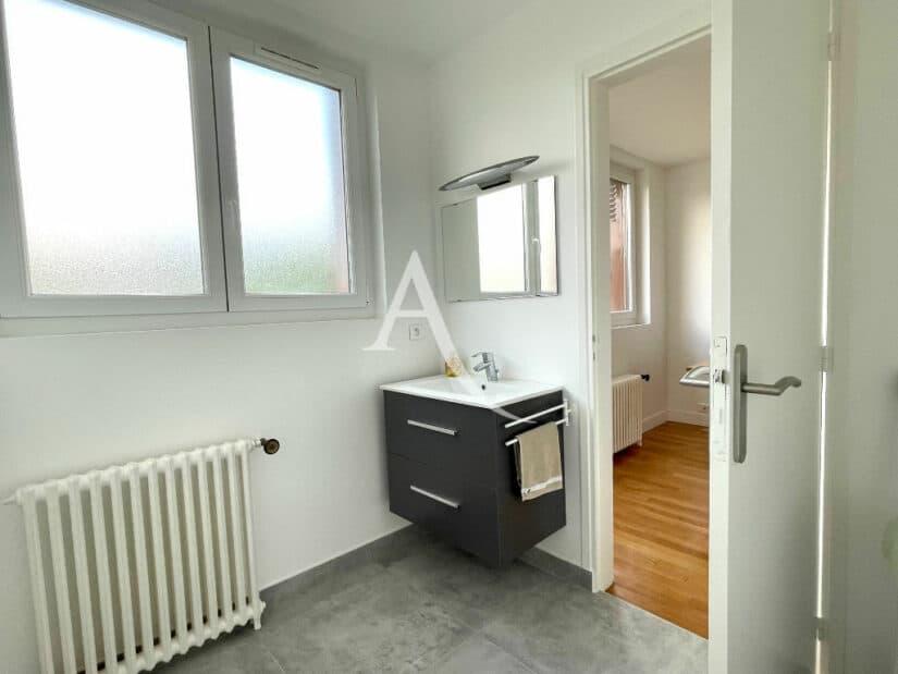 maison alfort immobilier: 5 pièces 111 m², chambre parentale avec petit coin d'eau