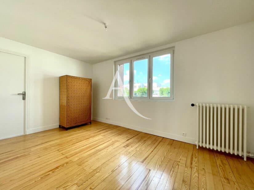vente maison 94700: 5 pièces 111 m², chambre à coucher, nombreuses prises