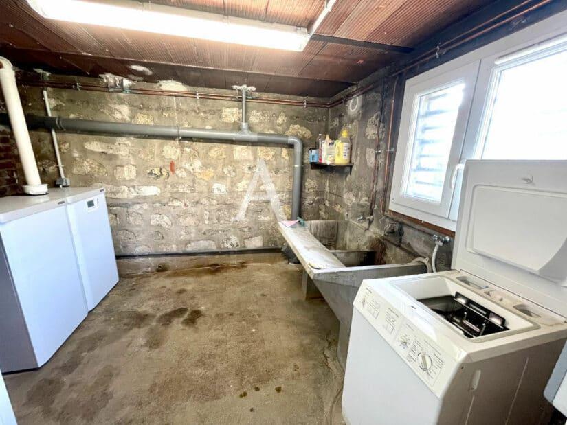 agence maison alfort: 5 pièces 111 m², pièce du sous-sol aménagée en laverie