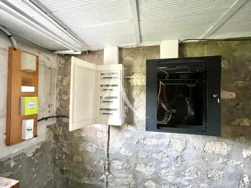 maison maison alfort: 5 pièces 111 m², compteur éléctrique au sous-sol et aux nomes