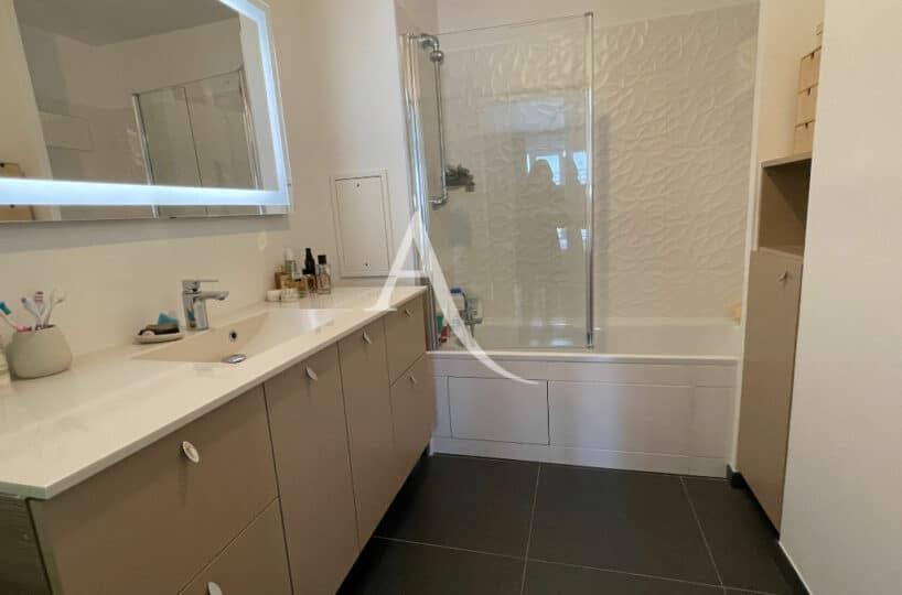 vente appartement maisons-alfort: 4 pièces 91 m², salle de bain avec baignoire,  wc séparé