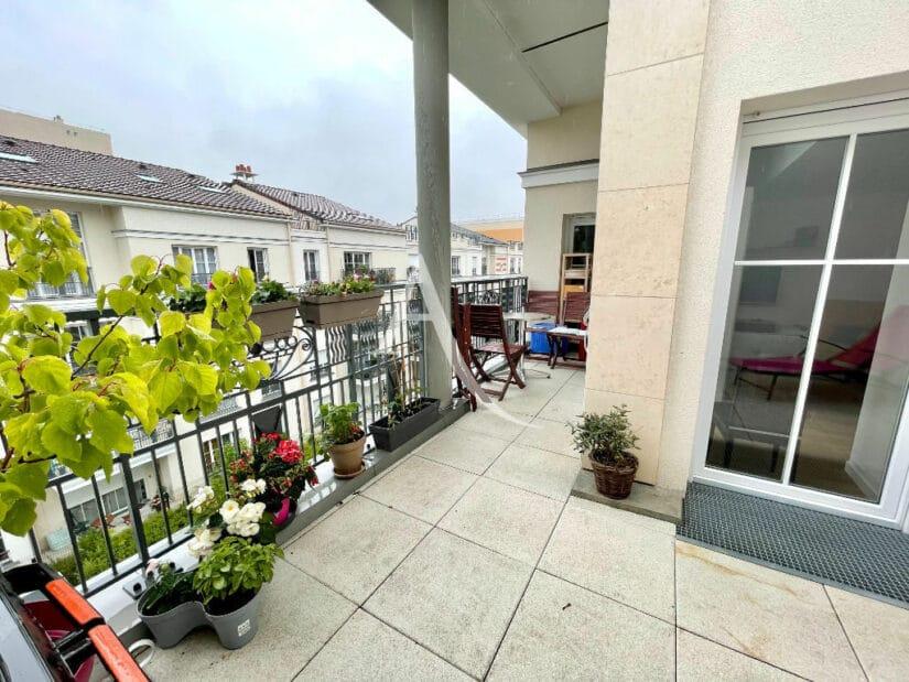 agence immo maison-alfort: 4 pièces 91 m², terrasse sur le toit, petit coin repas