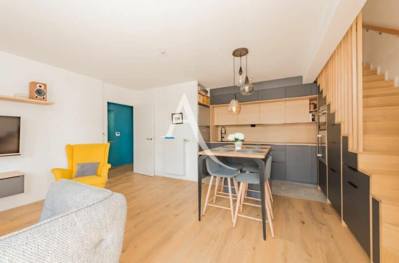 appartement maison alfort: 4 pièces 91 m², séjour avec escalier pour accès aux chambres