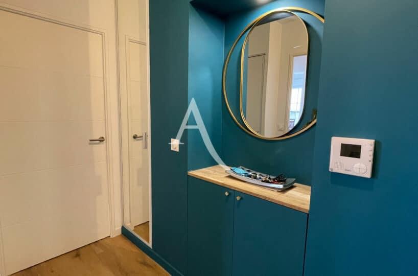 appartement à vendre à maisons-alfort: 4 pièces 91 m², joli dégagement, meuble et miroir