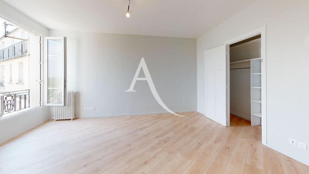 louer studio à maisons alfort: 27 m², belle pièce à vivre avec dressing