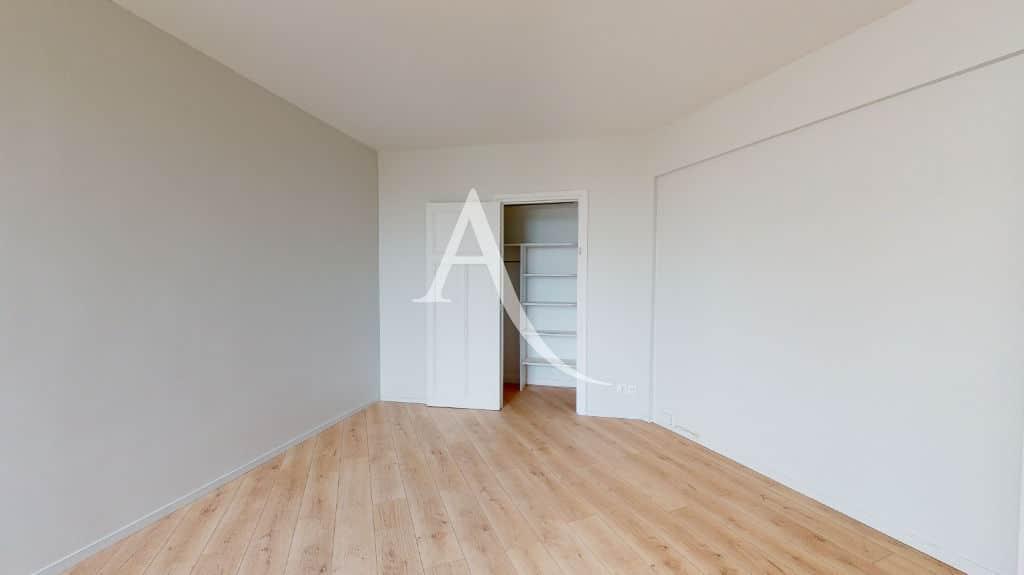 louer studio à maisons-alfort: 27 m² entièrement rénové, pièce à vivre, dressing