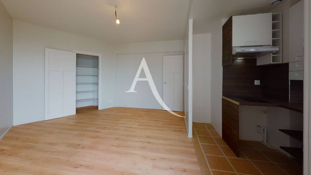 studio à louer maison alfort: 27 m², pièce à vivre avec cuisine us, dressing