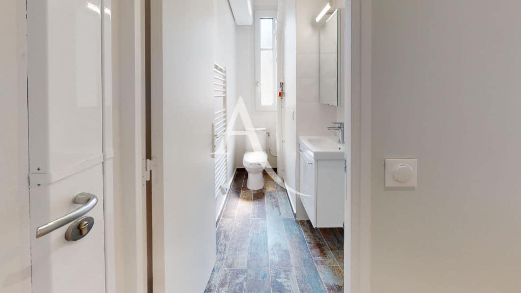 appartement a louer maison alfort: 27 m², salle d'eau avec douche et wc