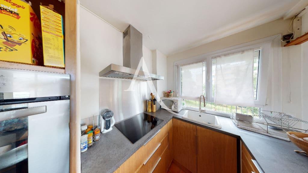 vente appartement maisons alfort: 3 pièces 61 m², cuisine aménagée et équipée, four, hotte et placards