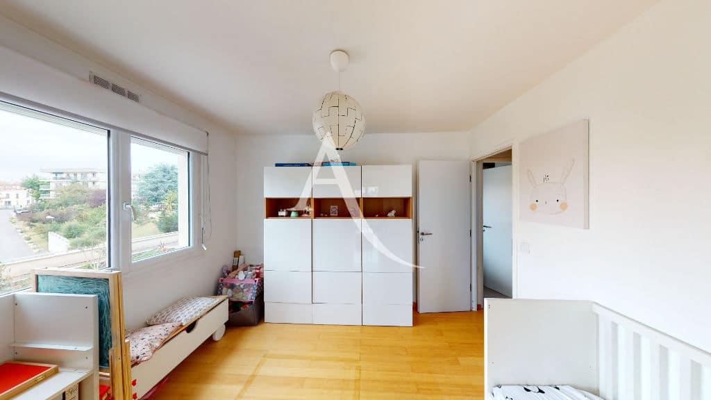 achat appartement maison alfort: 3 pièces 61 m², chambre d'enfant lumineuse, plafonnier