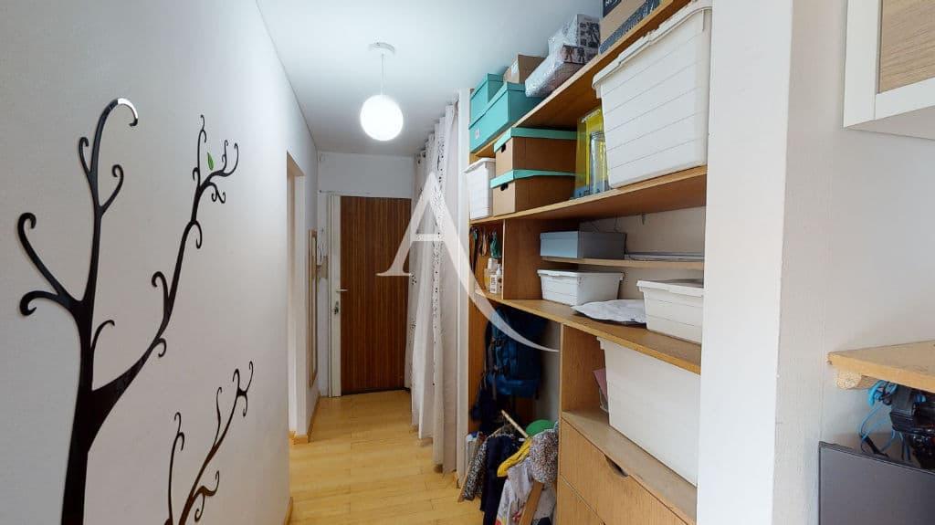 vente appartement maison alfort: 3 pièces 61 m², entrée avec étagères pour rangements