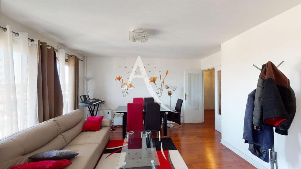agence immo maisons-alfort: 4 pièces 73 m², séjour avec parquet au sol, plafonnier