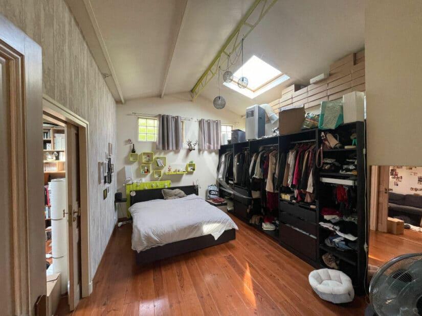 agence location immobiliere: 4 pièces 144 m², chambre à coucher avec dressing
