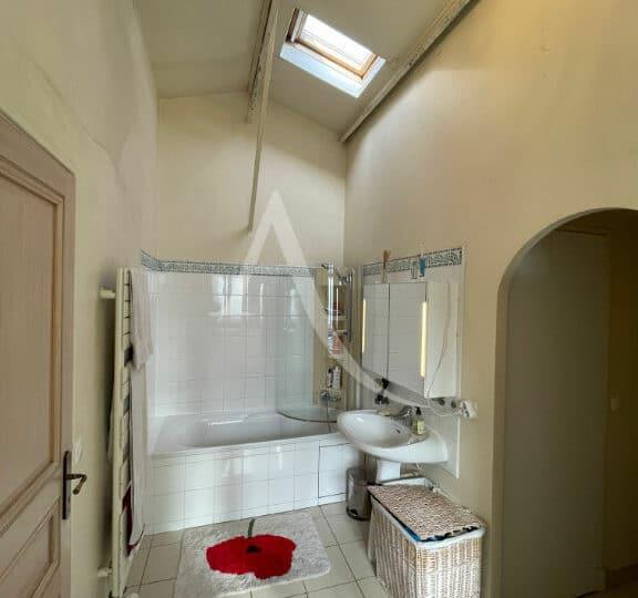 location vente appartement 94: 4 pièces 144 m², salle de bain avec baignoire, wc séparés