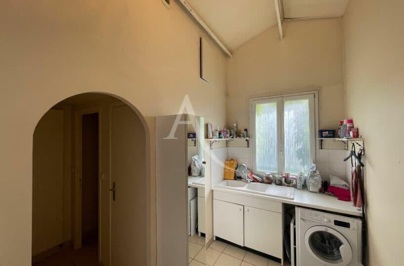 immobilier a louer: 4 pièces 144 m², buanderie  avec branchements lave-linge, évier
