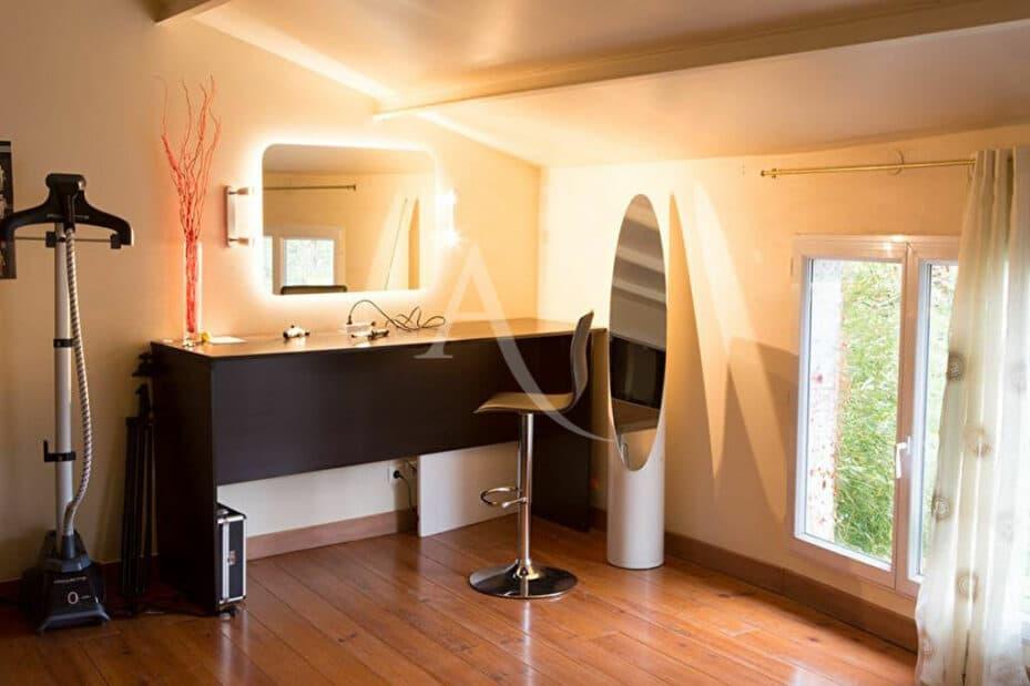 appartement a louer val de marne pas cher: 4 pièces 144 m², jolie coiffeuse dans la chambre