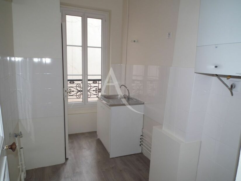 location appartement maisons alfort: 2 pièces 37 m², cuisine avec branchement lave-linge