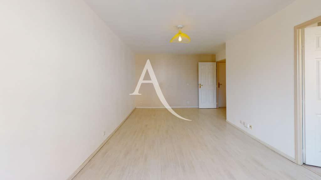 appartement a louer alfortville: 2 pièces 44 m², beau séjour, luminaire au plafond
