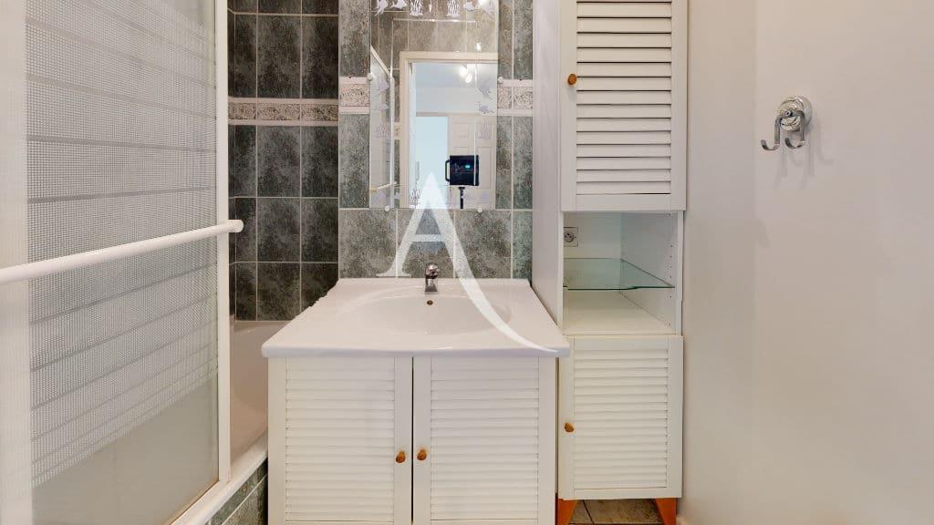 immobilier neuf alfortville: 2 pièces 44 m², salle de bain avec baignoire, wc séparé
