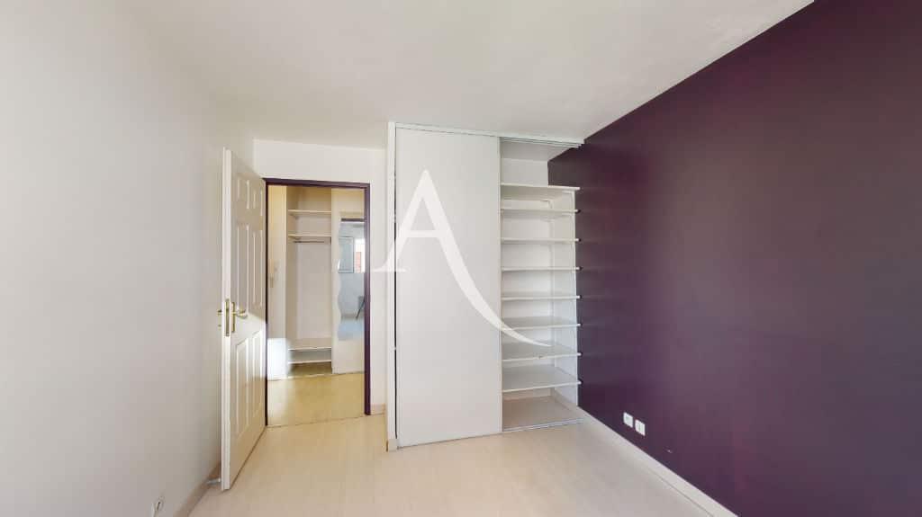 agence immo alfortville: 2 pièces 44 m², chambre à coucher avec armoire encastrée