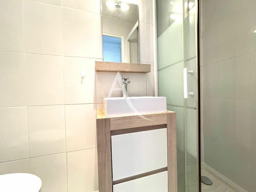 agence immobilière 94: 2 pièces 36 m², salle d'eau avec douche et wc
