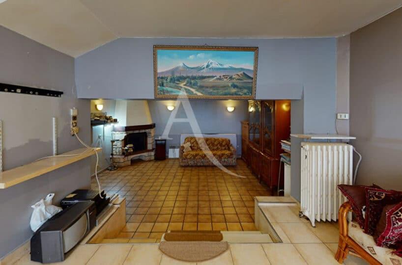 maison alfortville: 5 pièces 90 m² , séjour / salon avec cheminée, terrain sur le devant de 200 m² et un studio. proche centre ville, quartier des fleurs