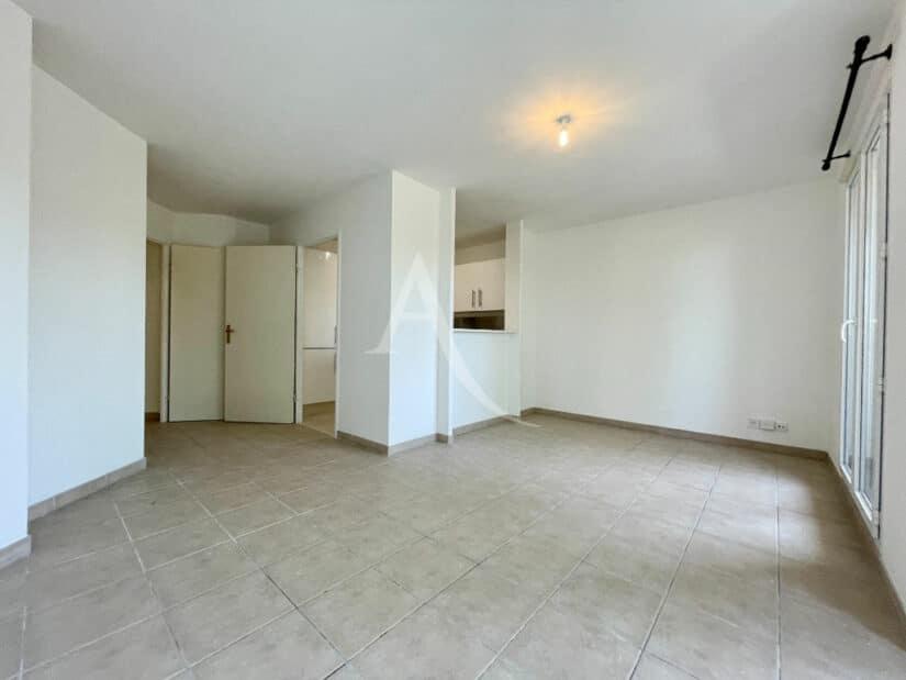 agence immo alfortville: 3 pièces 60 m², séjour avec cuisine semi ouverte équipée