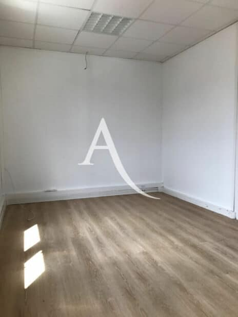 l'adresse alfortville: 2 pièces 104 m², 3° bureau de 15 m², climatisation