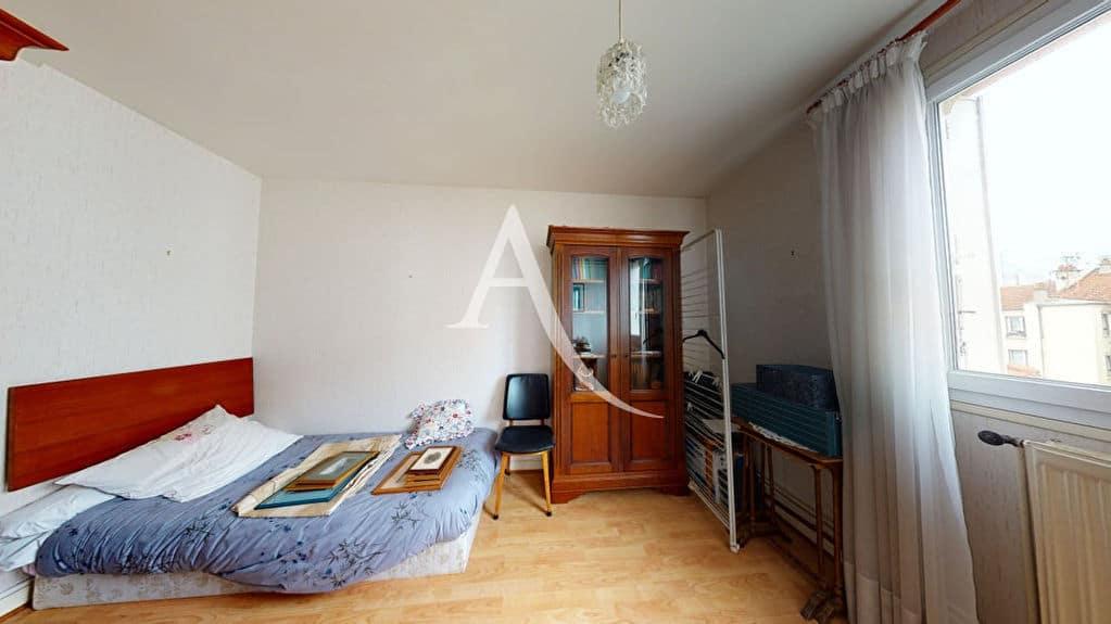 estimation appartement alfortville: 4 pièces 75 m², chambre à coucher, lit double
