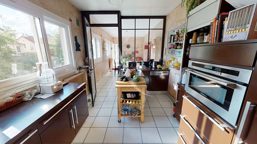 agence immo alfortville: 5 pièces 111 m², cuisine aménagée et équipée, aperçu jardin