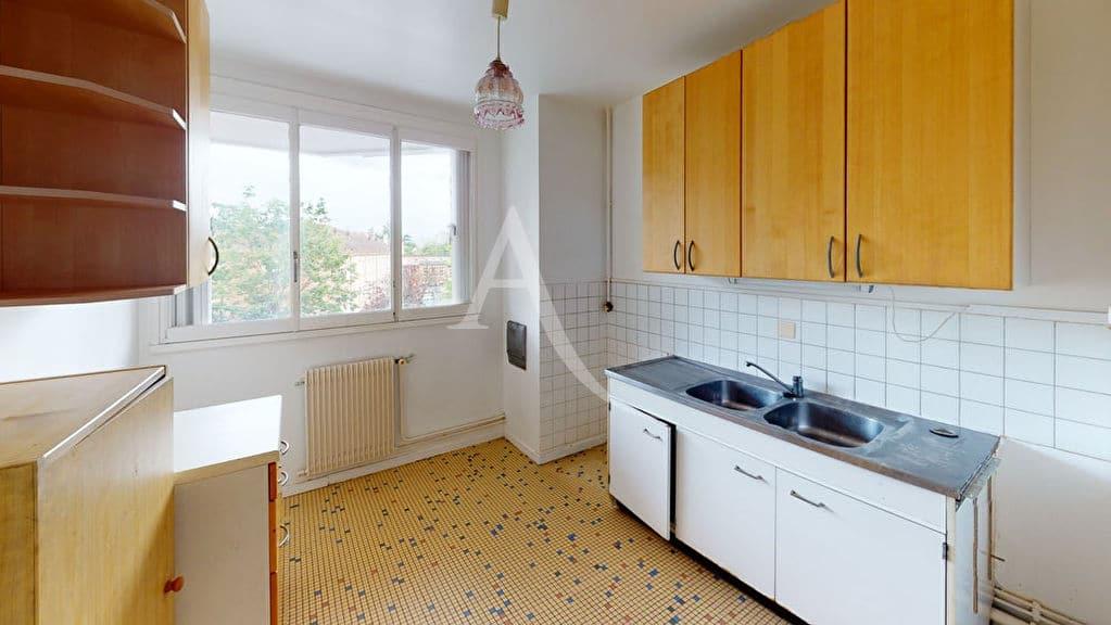 l adresse immobilier: 3 pièces 74 m², cuisine indépendante aménagée